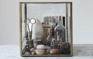 Susanna Vento, vitriini, muistot, asetelma, sisustustavara
