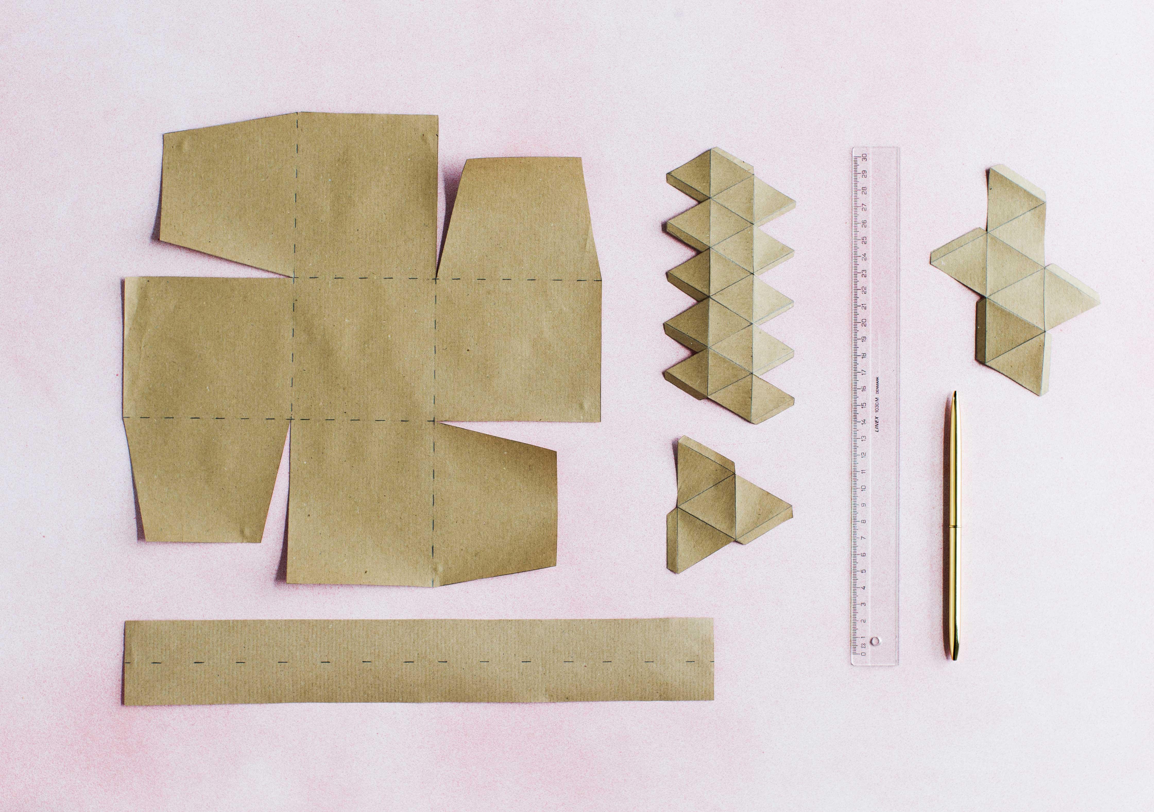 Tarvikkeet paperisen säilyttimen taitteluun