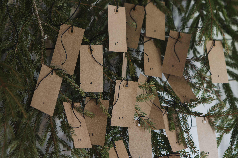 joulukalenteri havunoksista