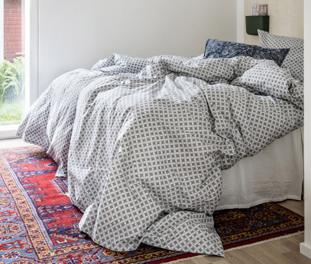 Boheemi petaa makuuhuoneen sängyn rennosti – tai ei ollenkaan.