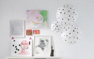 Sommittele taulut seinälle – katso vinkit persoonallisiin asetelmiin