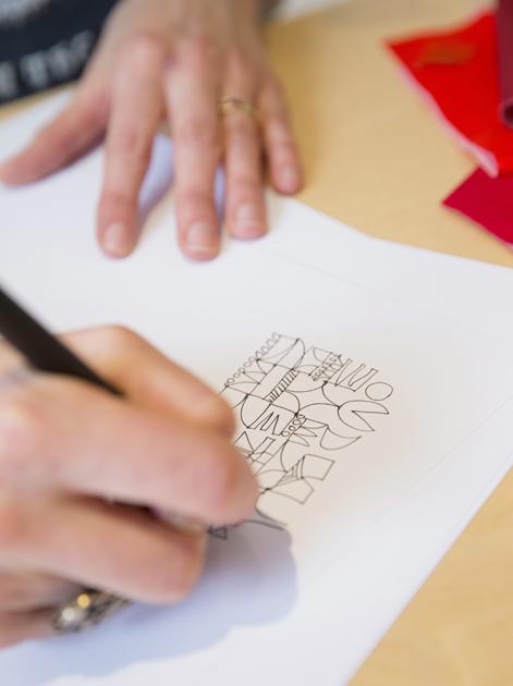 Sanna-Annukka-suunnittelee käsin
