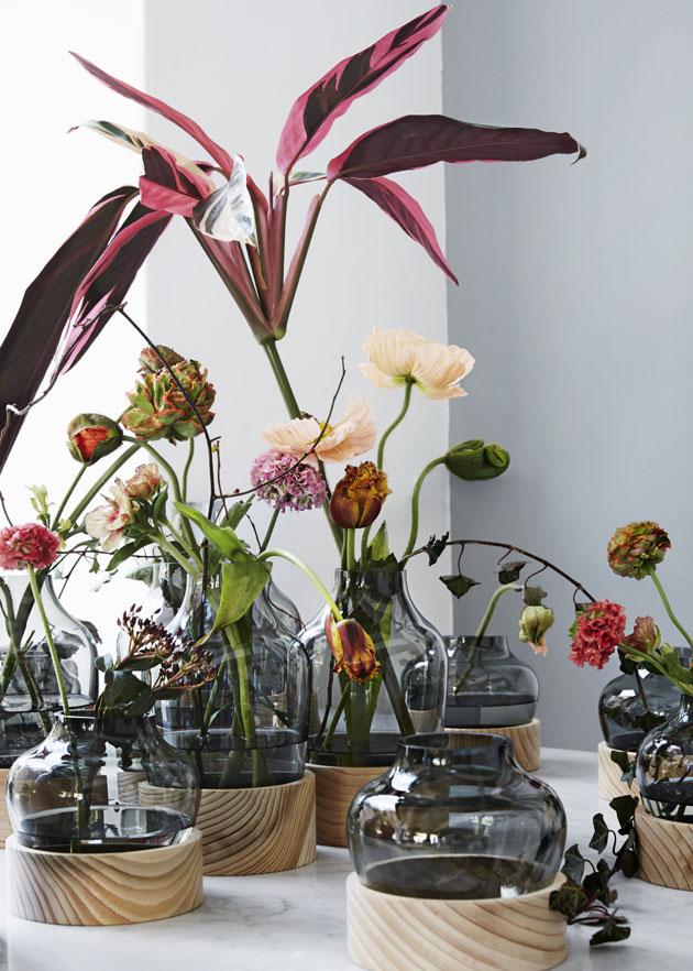 Kukkia Fritz Hansenin lasimaljakoissa