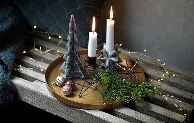 jouluvalo pöydällä