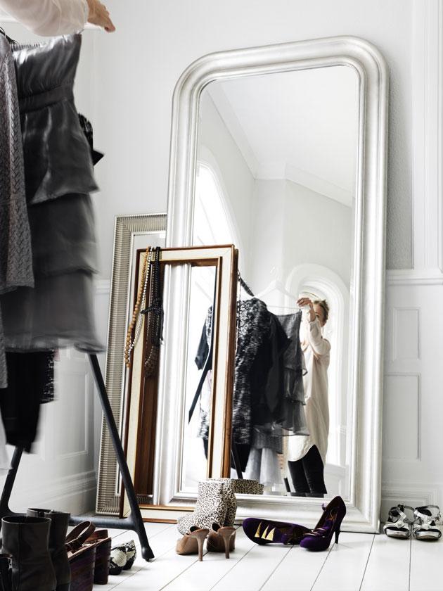 peilit vaatehuoneen lattialla