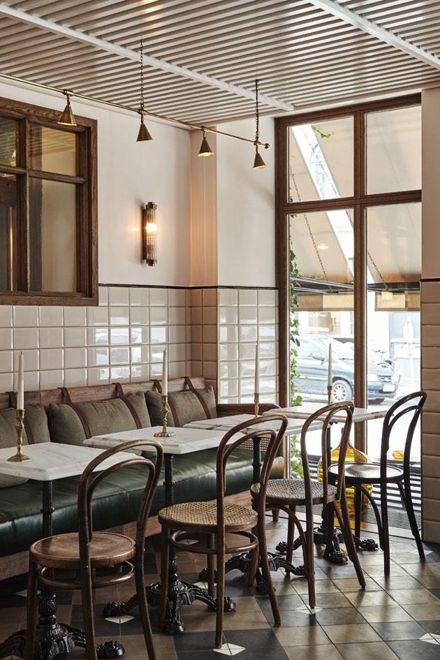 ruskeavalkoinen ravintola