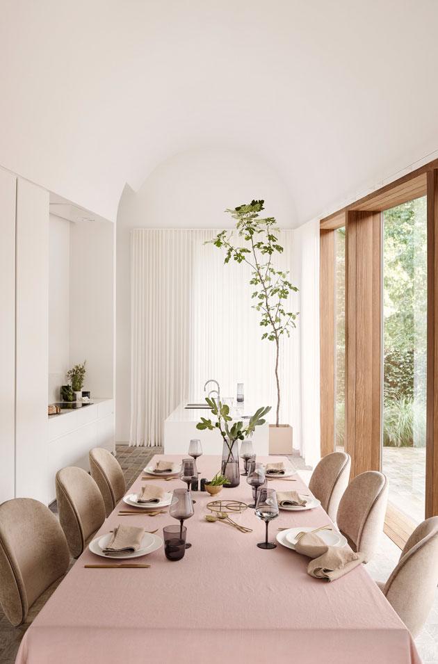 ruokapöydän kattaus