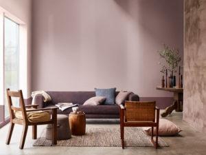 vaaleanpunainen olohuoneen seinä