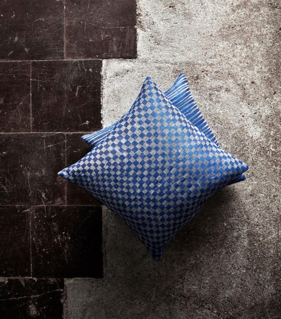 sinivalkoinen tyyny