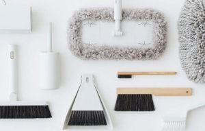 Mujin siivoustarvikkeita