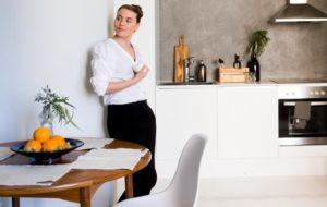 Ruusan ja Villen ei tarvinnut remontoida keittiötä tai kylpyhuonetta. He keskittyivät asunnon pohjan muuttamiseen.