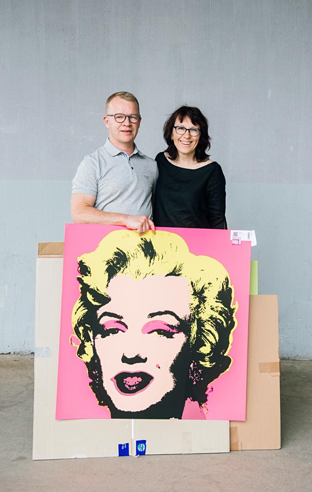 Marja ja Sakari Leppälä ostivat Marilyn Monroe -aiheisia serigrafioita.