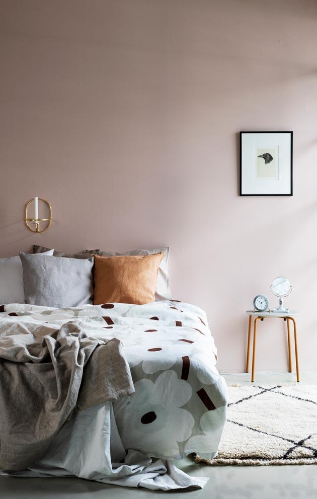 Valitse makuuhuoneeseen pellavaiset liinavaatteet ja levollinen värimaailma.