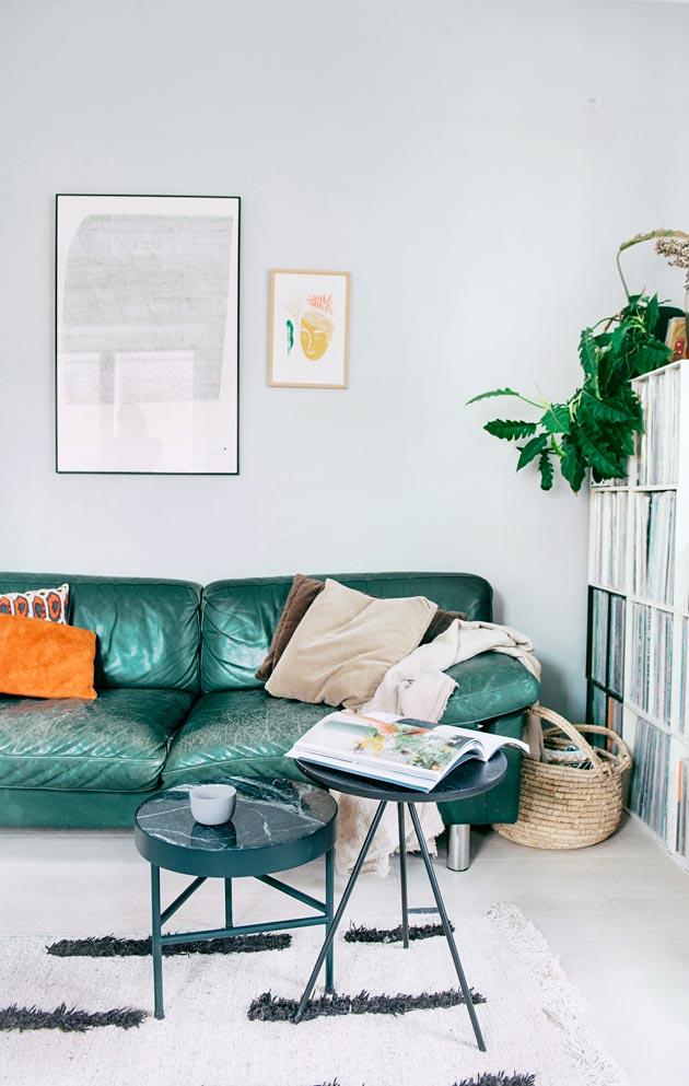 Vihreä sohva on Annan ja hänen puolisonsa ensimmäinen yhteinen huonekaluhankinta.