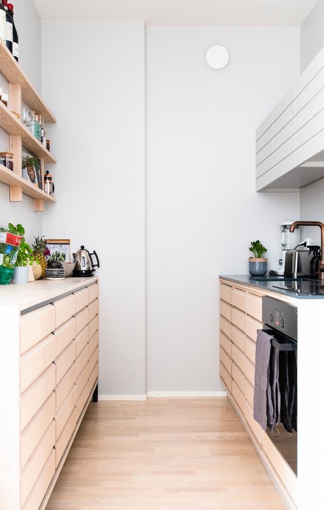 Uuteen kotiin Juhan suunnittelee tekevänsä itse kaikki kiintokalusteet sekä huonekaluista ainakin ruokapöydän ja kirjahyllyn.