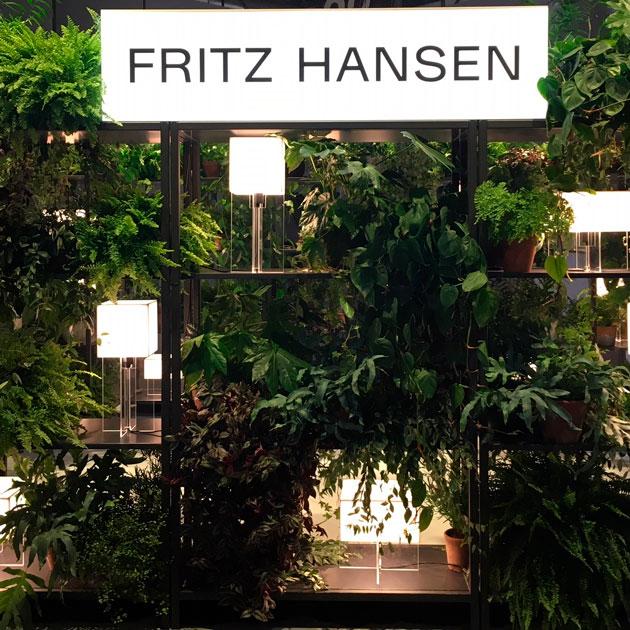 Fritz Hansenin messuosasto Milanon sisustusmessuilla.